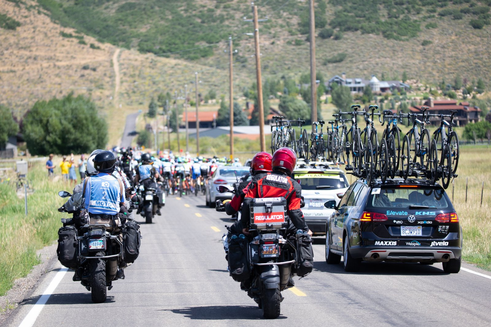 Photo Motos line up at the back of the peloton patiently waiting for the right timing to pass.