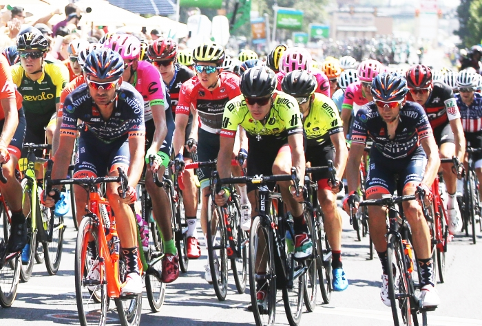 8 across the road. 2018 Tour of Utah Stage 3, August 8, 2018, Layton, Utah. Photo by Cathy Fegan-Kim, cottonsoxphotography.net