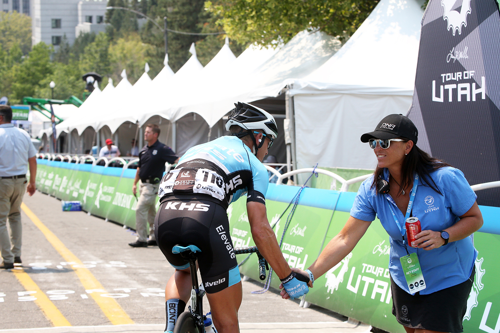 Brian McCulloh of Elevate KHS high fives ToU Executive Director, Jenn Andrs. 2018 Tour of Utah Stage 4, August 8, 2018, Salt Lake City, Utah. Photo by Cathy Fegan-Kim, cottonsoxphotography.net