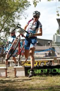 Chantel Thackery Olsen (Primal Utah) leads Erica Powers (Revolution/Cafe Rio) cyclocross