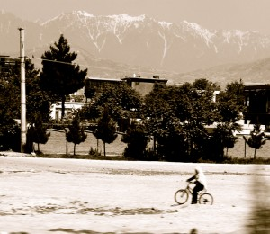 Bicycling afghani vista.