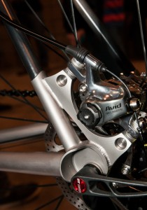 The titanium rear dropout of the RAD is finely crafted, and connects the carbon seat and chainstays.