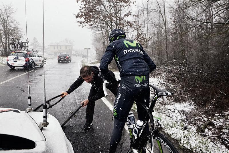 image bike mechanics at sping classics