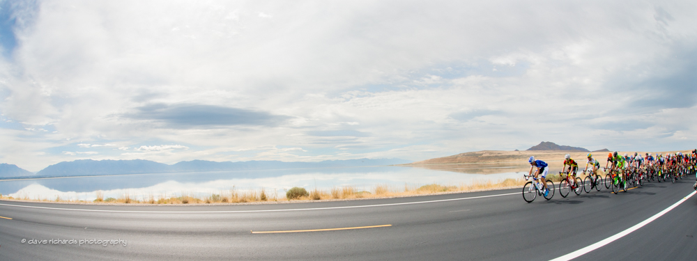 The peloton rolls out from Antelope Island State Park with the Great Salt Lake and the Wasatch Mountains in the background, Stage 3 2015 Tour of Utah daverphoto.com